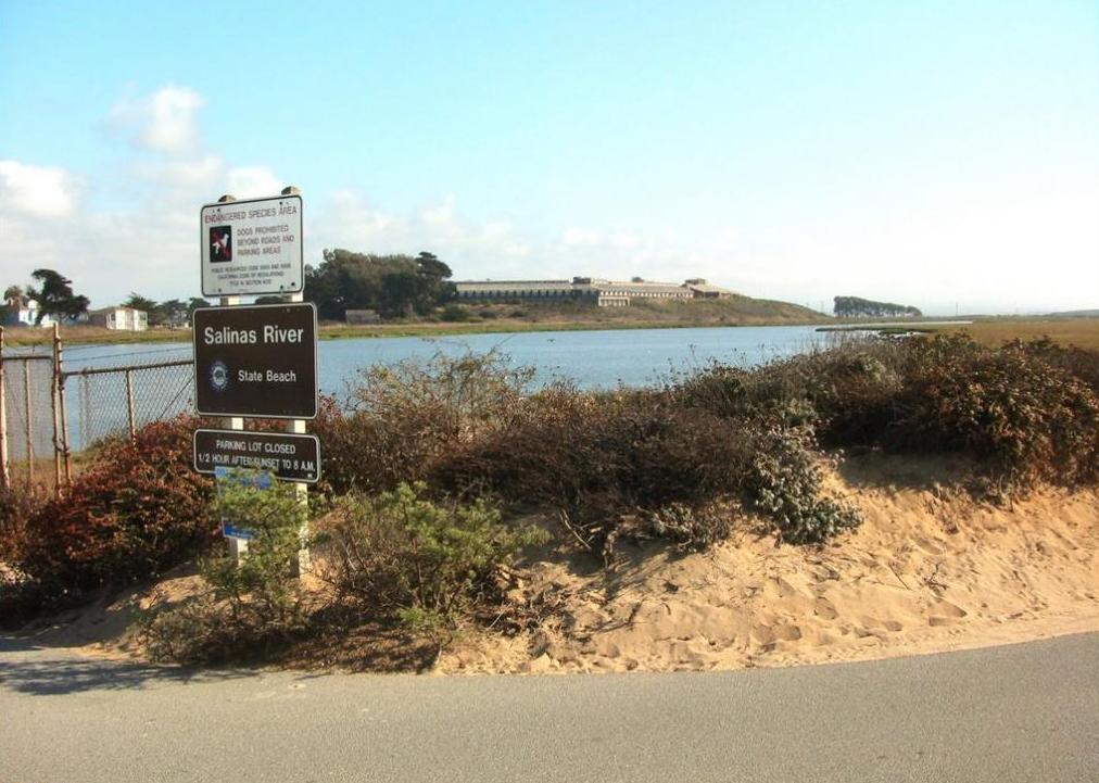 Entrace of Salinas River State Beach in Moss 
